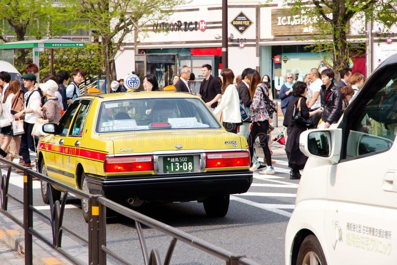 Trafikstockning på den huvudsakliga tvärgatan av den Harajuku shoppinggatan royaltyfri foto