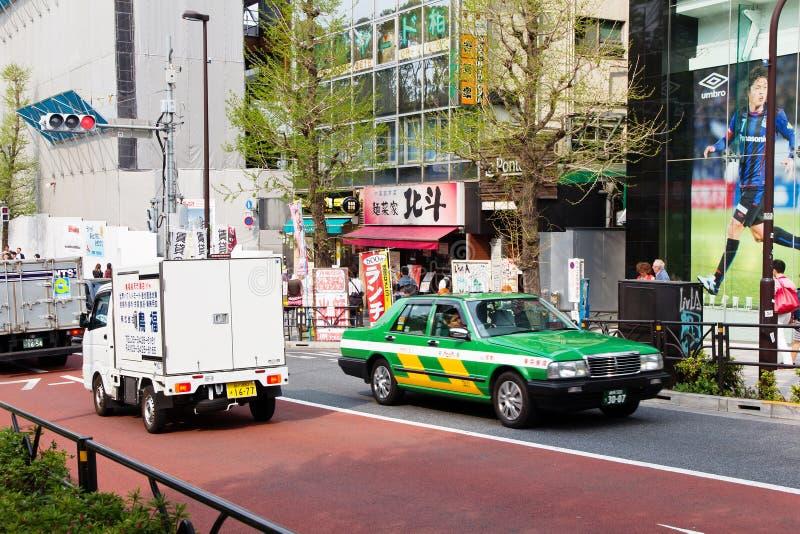 Trafikstockning på den huvudsakliga tvärgatan av Harajuku arkivbilder