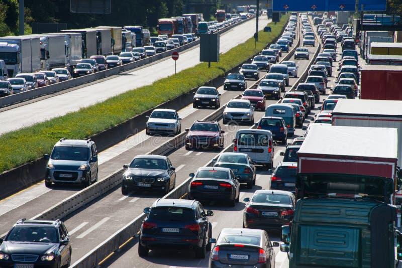 Trafikstockning på huvudvägen fotografering för bildbyråer