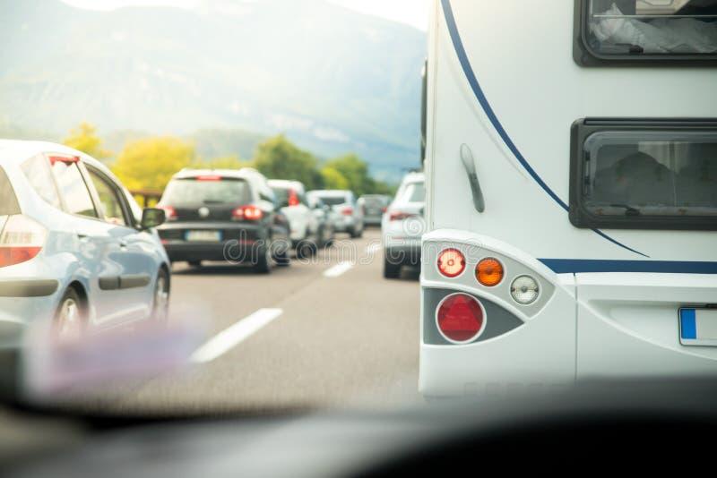 Trafikstockning på huvudvägen, ferietrafik royaltyfria foton