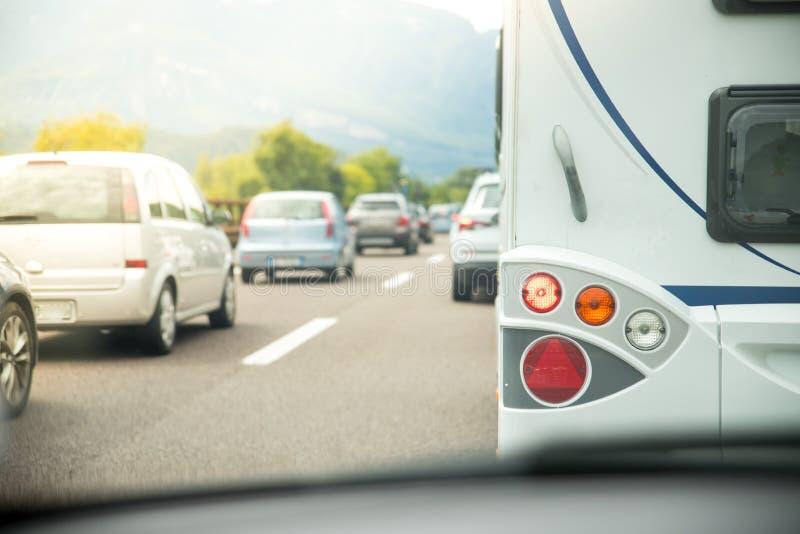 Trafikstockning på huvudvägen, ferietrafik arkivfoton