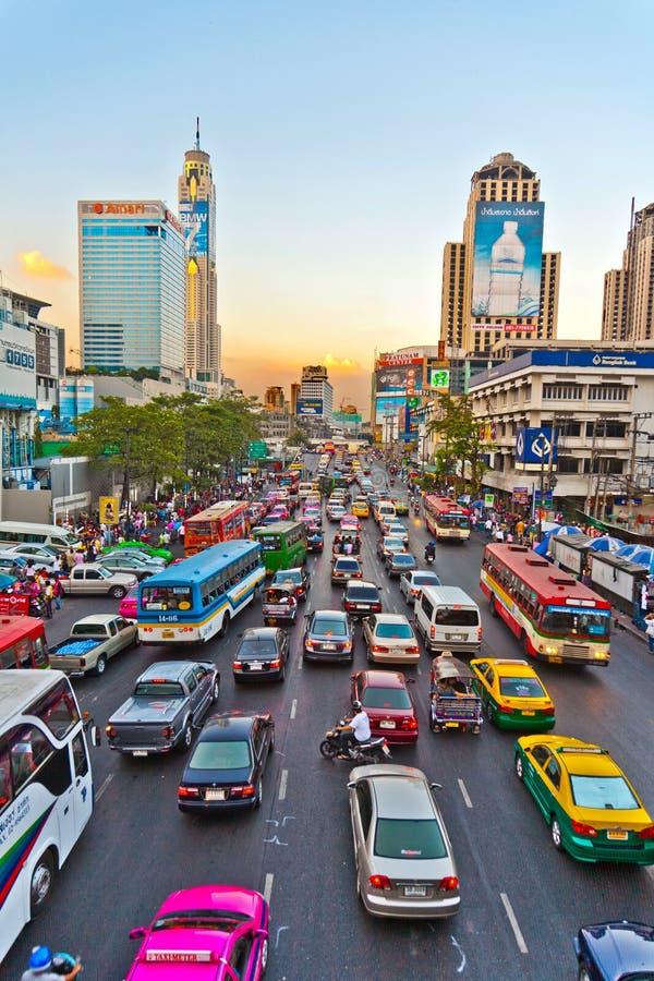 Trafikstockning under rusningstid i Bangkok royaltyfri fotografi