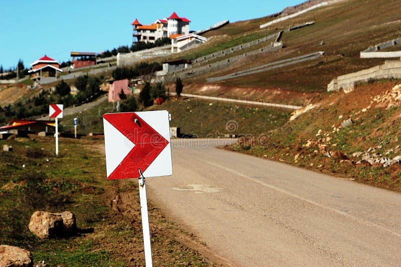 Trafiktecken på en väg royaltyfria foton