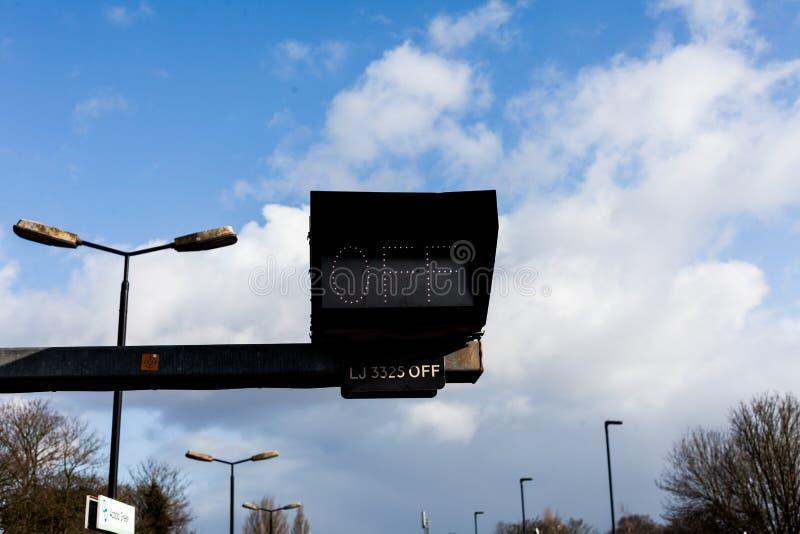 Trafiktecken på vägen med AV tecknet Begrepp för trafiksäkerhet med det digitala tecknet arkivfoto
