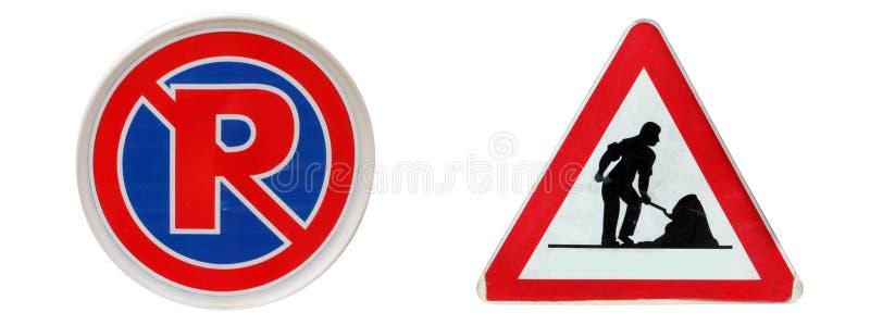 Trafiktecknet, parkerar inte här & under konstruktionsetiketter royaltyfri fotografi