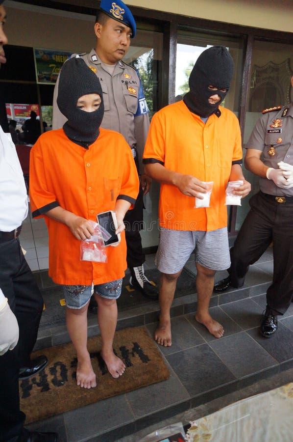 Trafiquant de drogue arrêté par police image stock