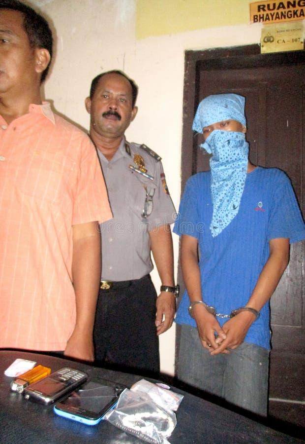Trafiquant de drogue arrêté par police photographie stock libre de droits