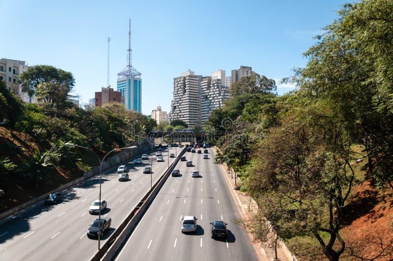 Trafique a cidade Sao Paulo da avenida imagem de stock