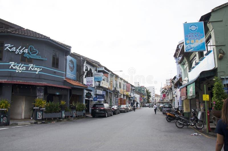 Trafique a estrada e o estilo de vida de povos malaios no tempo de manhã a fotografia de stock