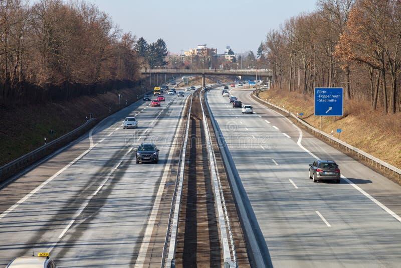 Trafique na estrada alemão 73 perto do fuerth, Alemanha fotografia de stock