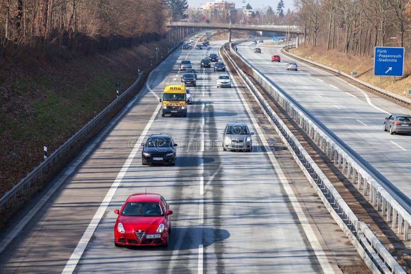 Trafique na estrada alemão 73 perto do fuerth, Alemanha imagens de stock