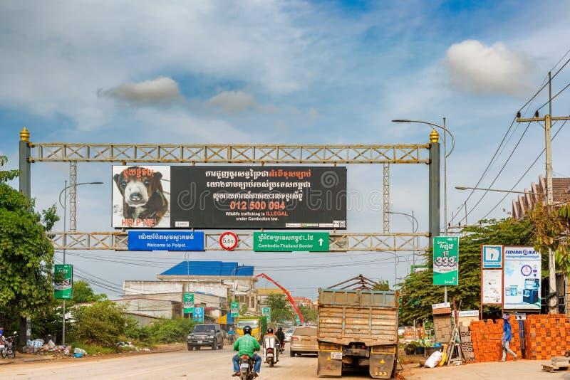 Trafique na passagem fronteiriça entre Camboja e Tailândia em foto de stock royalty free