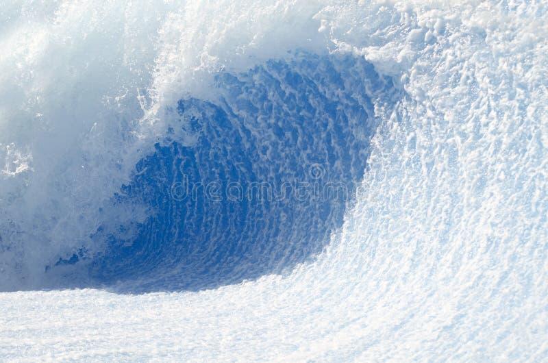 Traforo dell'onda fotografie stock