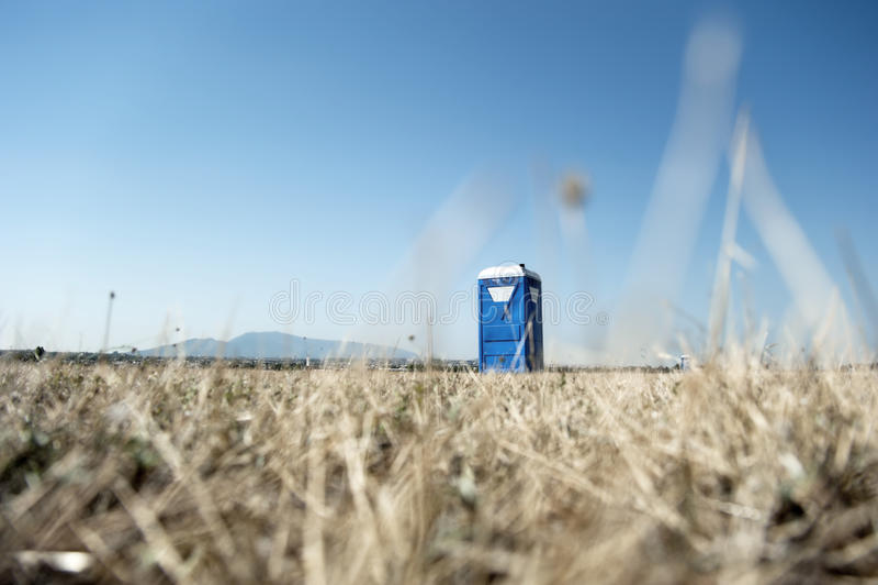 Tragbare toilette Kabine stockbild