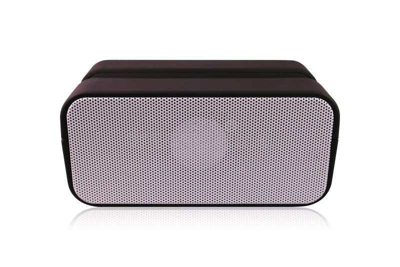 Tragbarer drahtloser Sprecher lokalisiert auf wei?em Hintergrund Schwarzer Lautsprecher f?r das Spielen von Musik Beschneidungspf stockfoto