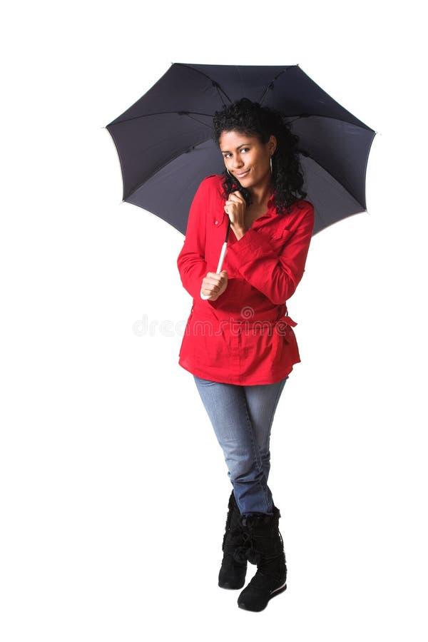 Tragen eines Regenschirmes lizenzfreie stockfotos