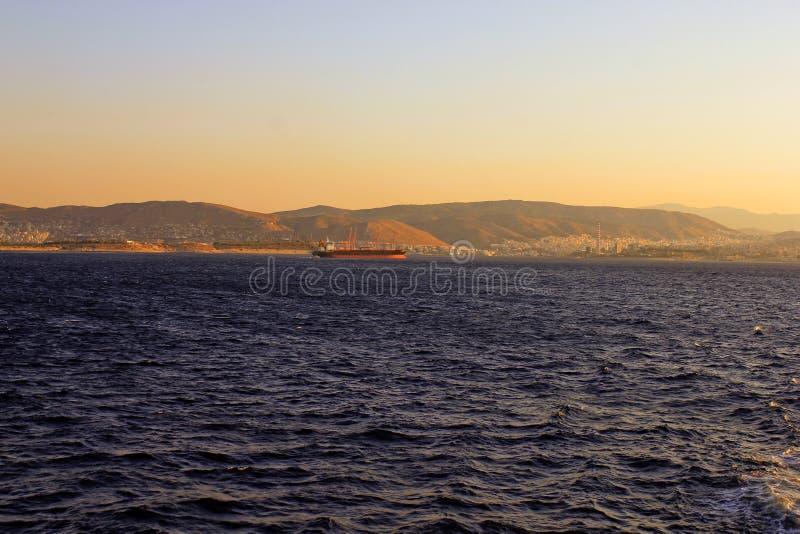 Tragen Sie Piräus, Athen, Griechenland, Reise zu Aegina-Insel in schönem Hafen Region Piräus, Athen Griechenlands lizenzfreies stockfoto