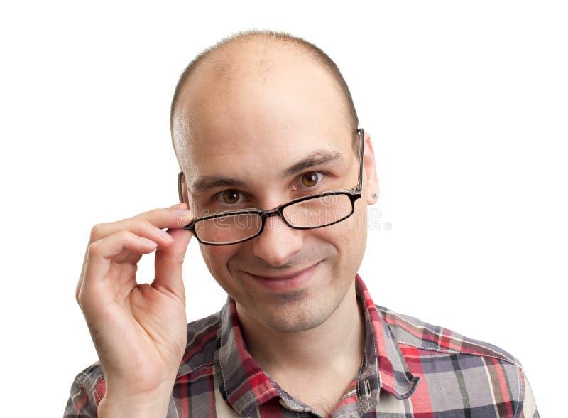 Tragende Brillen des stattlichen Mannes lizenzfreies stockfoto