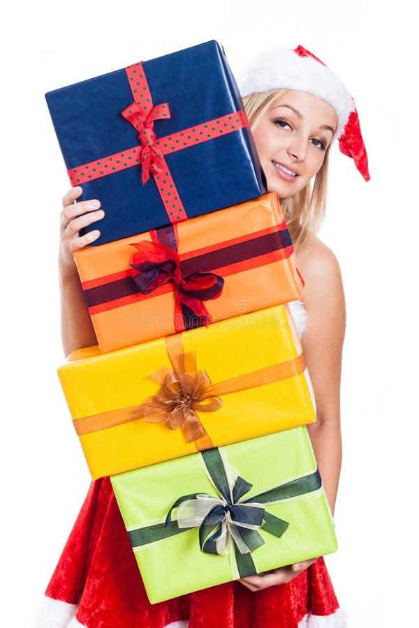 Tragende Geschenke der Weihnachtsfrau stockfotografie