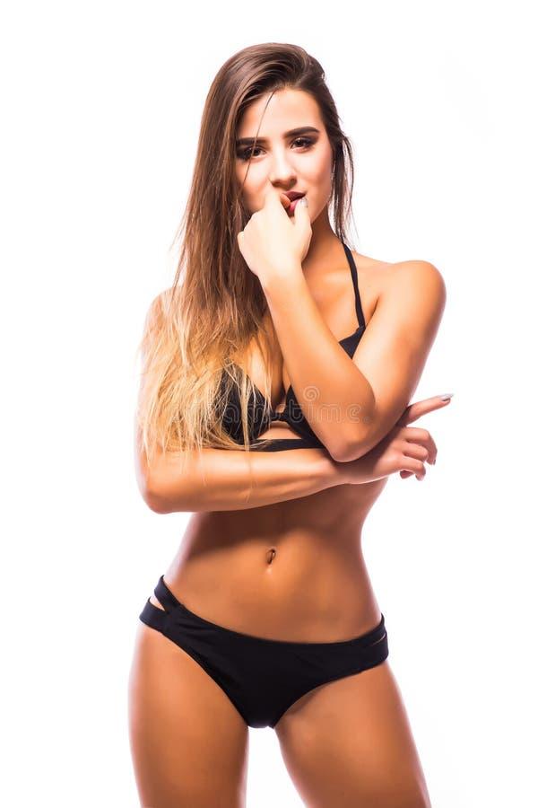 Tragende schwarze Badebekleidung der Marine der sexy Frau, die auf weißem Hintergrund aufwirft lizenzfreies stockfoto