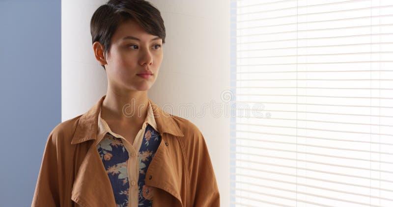 Tragende Weinlesekleidung der schönen Chinesin lizenzfreie stockbilder