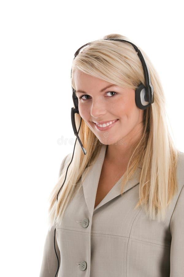 Tragender Kopfhörer der Frau lizenzfreies stockbild