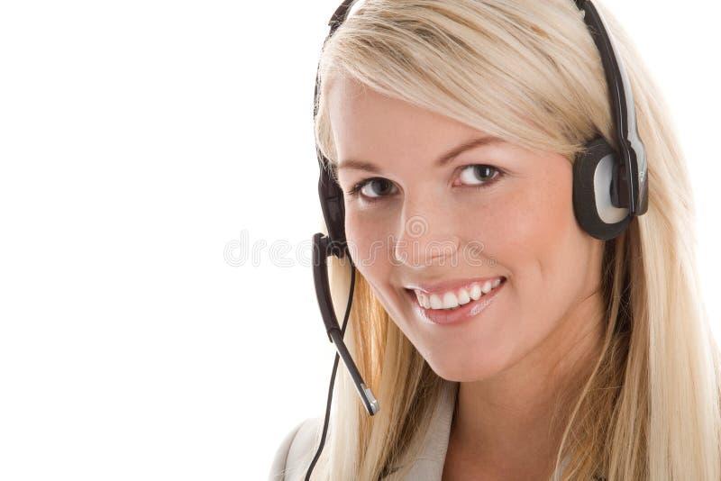 Tragender Kopfhörer der Frau stockbild