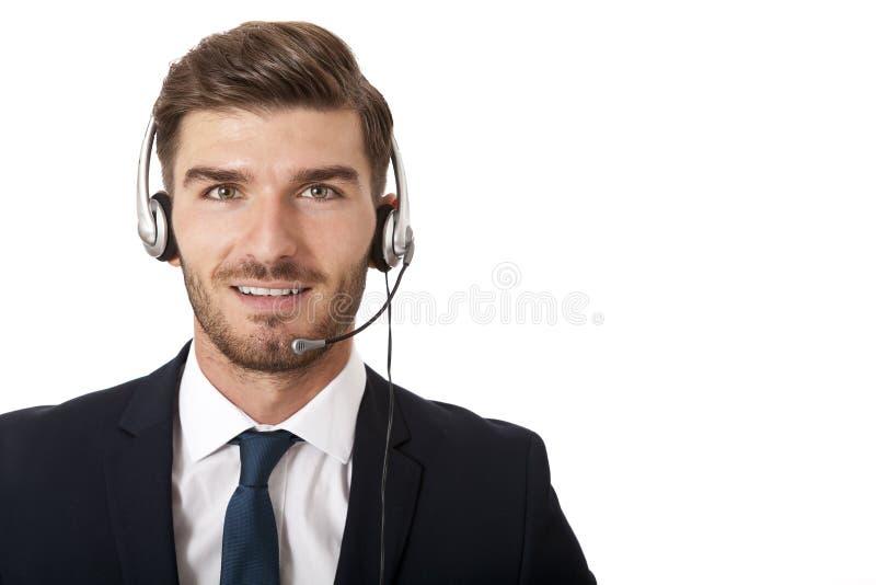 Tragender Kopfhörer des Mannes mit Stereokopfhörern lizenzfreie stockfotografie