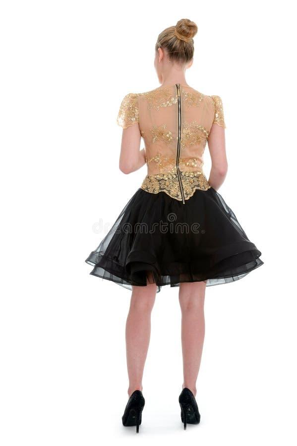 Tragendes Cocktailkleid des Mode-Modells mit Gefühlen stockfoto
