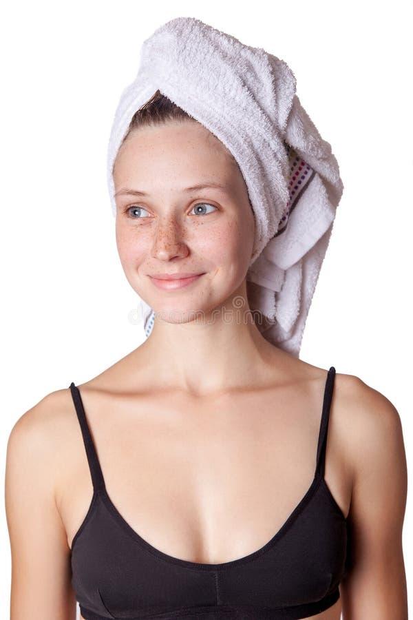Tragendes Haartuch der Badekurorthautsorgfalt-Schönheitsfrau nach Schönheitsbehandlung lizenzfreie stockbilder