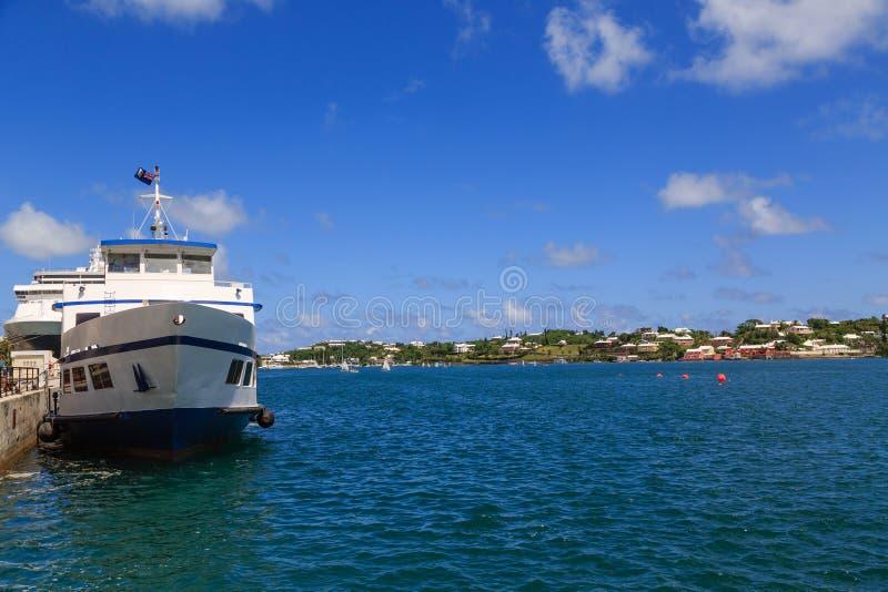 Traghetto blu e bianco in Bermude fotografia stock libera da diritti