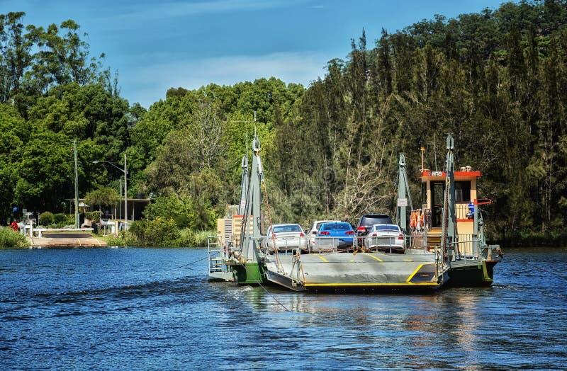 Traghetto del cavo attraverso un fiume in Australia immagine stock