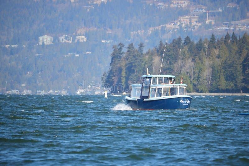 Traghetto di False Creek che trasporta i passeggeri fotografia stock