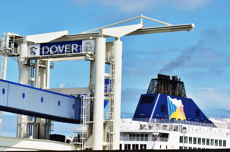 Traghetto in porto di Dover fotografia stock libera da diritti