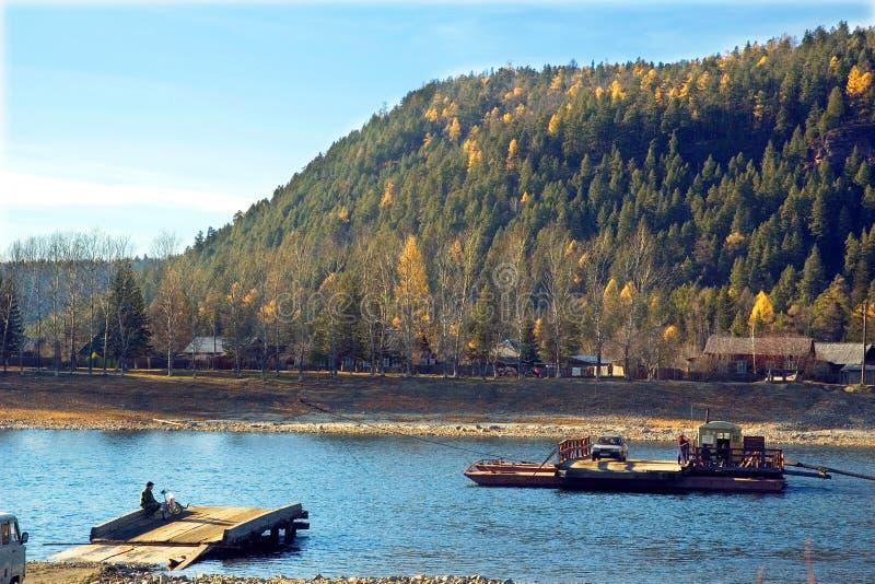 Download Traghetto sul fiume immagine stock. Immagine di centrale - 30830297