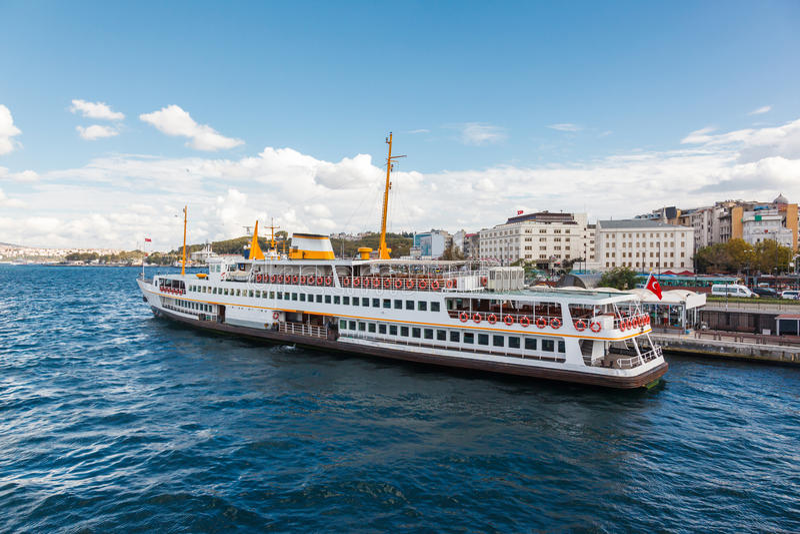 Traghetto tradizionale di Costantinopoli fotografie stock libere da diritti