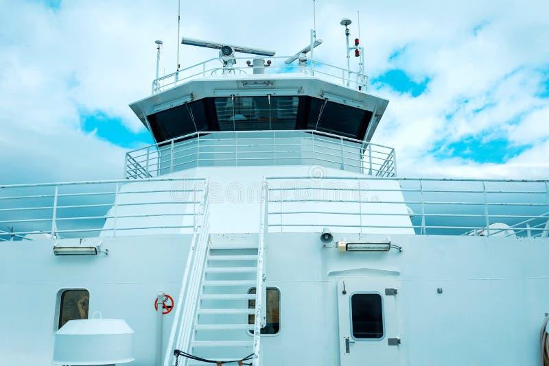Traghetto in un fiordo della Norvegia fotografia stock libera da diritti