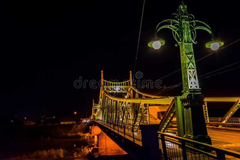 Traian Bridge Arad, de Nachtfoto van Roemenië stock afbeelding