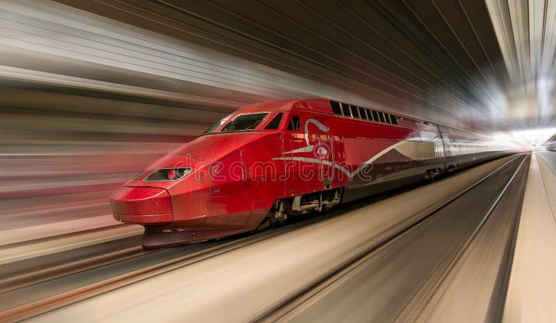 Train à grande vitesse dans le mouvement photo libre de droits