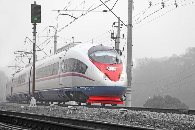 Train à grande vitesse moderne image stock