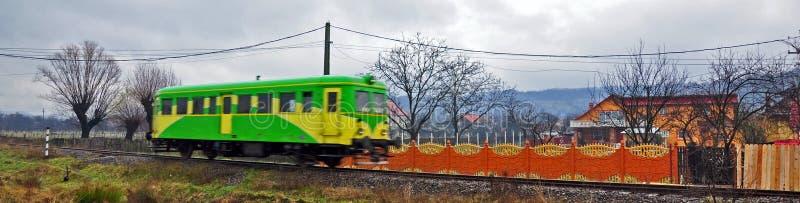 Train coloré prompt photo stock