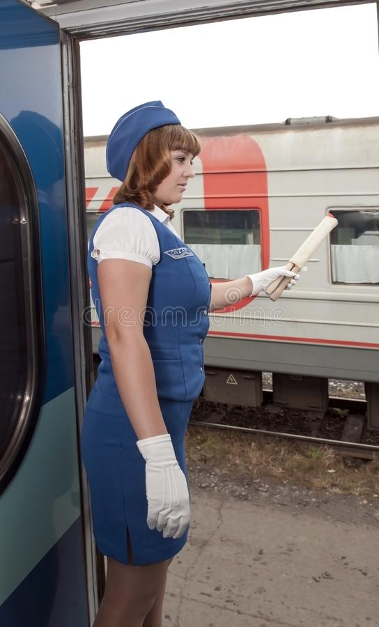 train conductor,欧洲出现的一个年轻迷人的女孩 库存图片