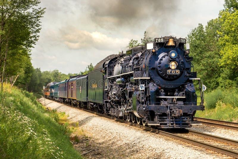 Train d'excursion de vapeur de la route 765 de plat de nickel image libre de droits