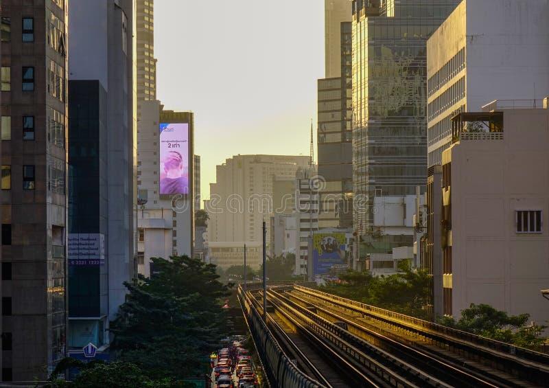 Train de BTS sur la voie ferroviaire images stock
