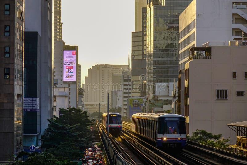 Train de BTS sur la voie ferroviaire photographie stock libre de droits