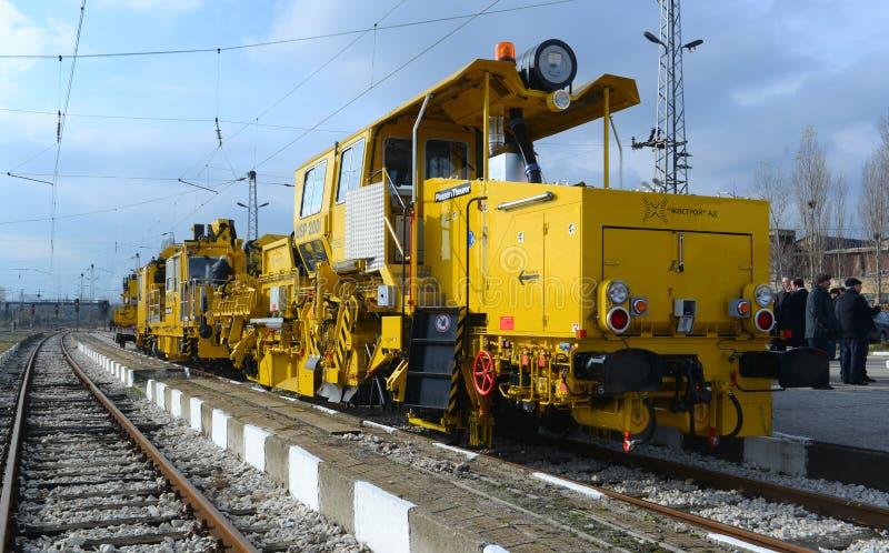Train de construction de voie sur la gare ferroviaire à Sofia, Bulgarie le 25 novembre 2014 images libres de droits