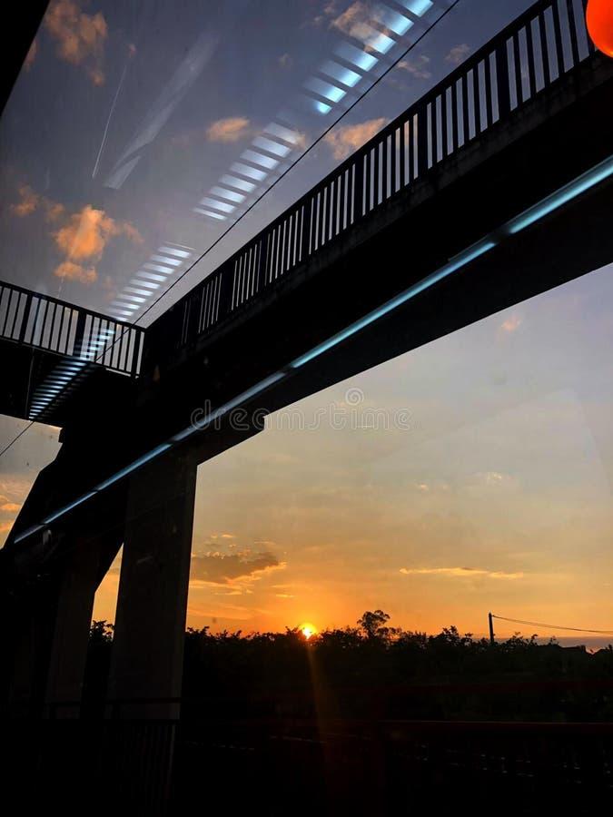 Train de coucher du soleil photographie stock