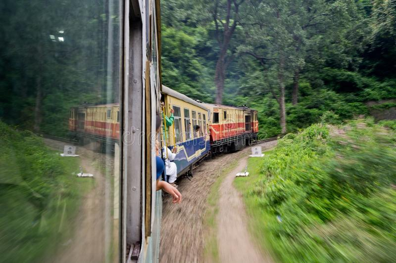 Train de Kalka vers Shimla images libres de droits