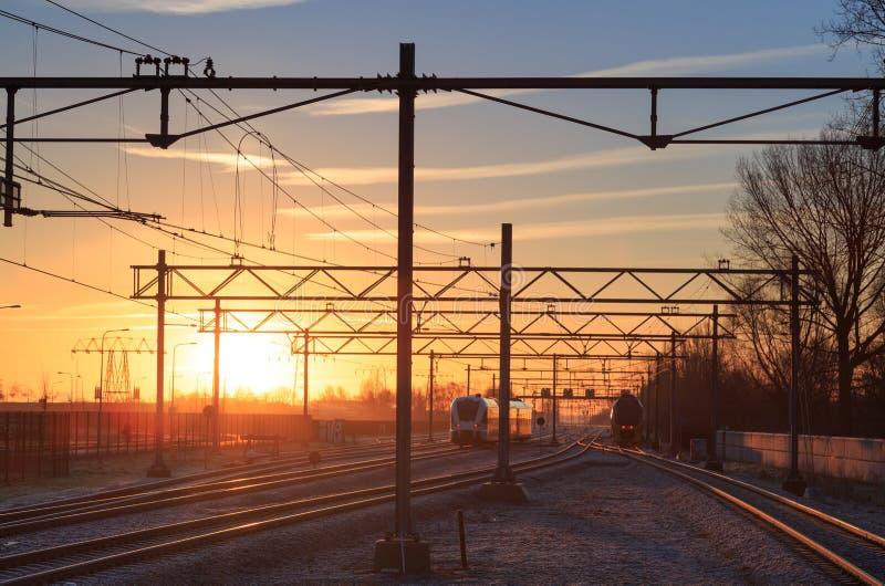 Train de lever de soleil photographie stock