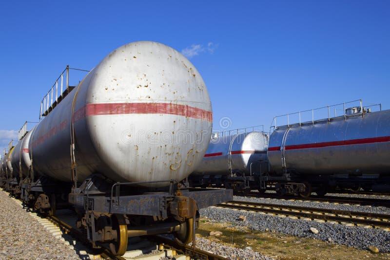 Train de réservoir de stockage de pétrole images stock